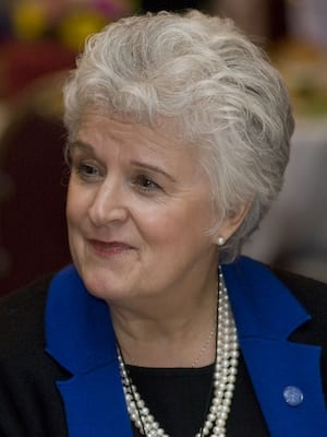 Linda McKinnish Bridges headshot