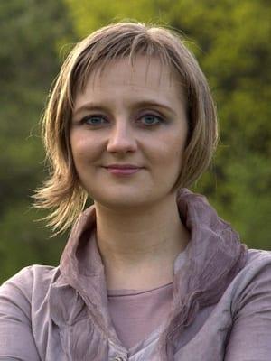 Lina Toth headshot