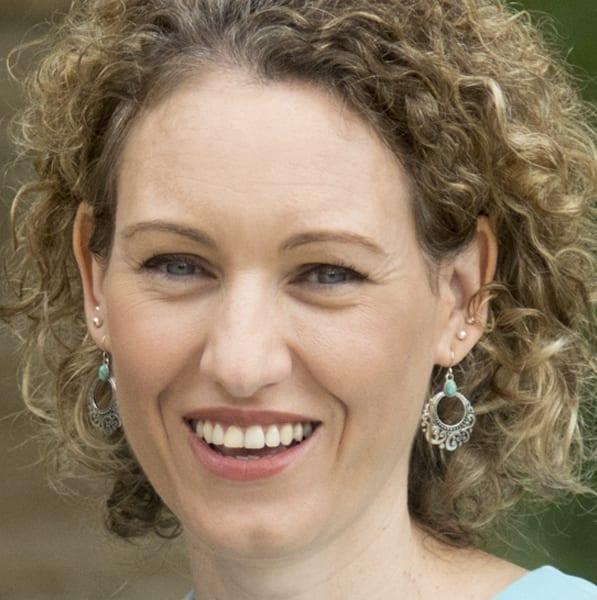 Vickie Frayne headshot